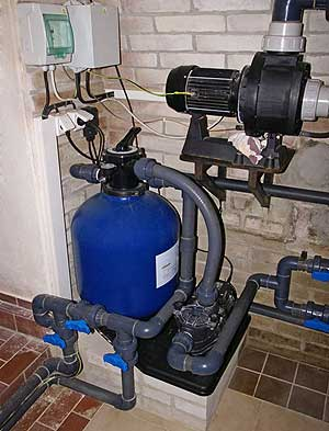 installation pour filtrer l'eau d'une piscine