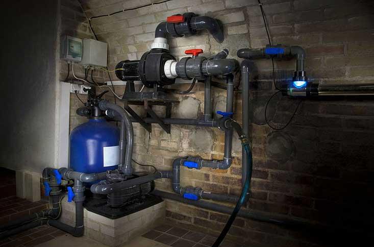 système de filtration de la piscine au sous-sol